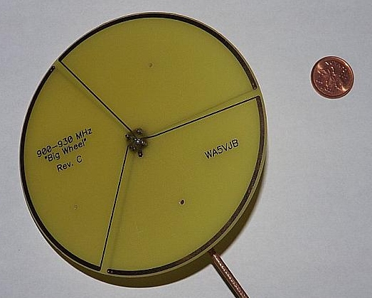 900 MHz beacon antenna top view